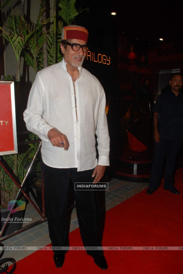 Amitabh Bachchan at Shabana Azmi birthday bash at Juhu