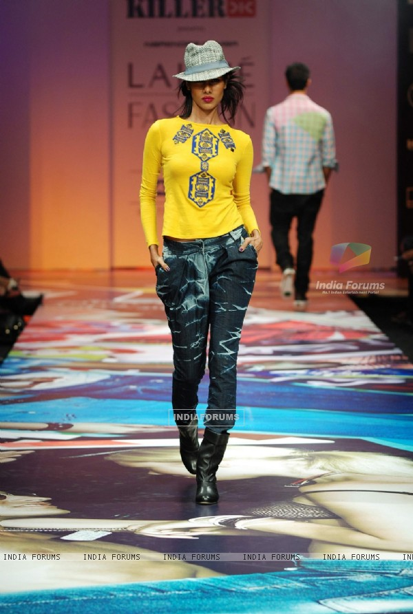Narendra kumar showcases at lakme fashion week