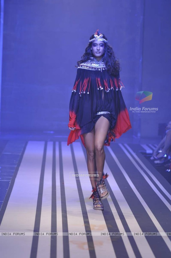 Model walks the ramp at Malini Ramani show for Grand Finale of Lakme Fashion Week