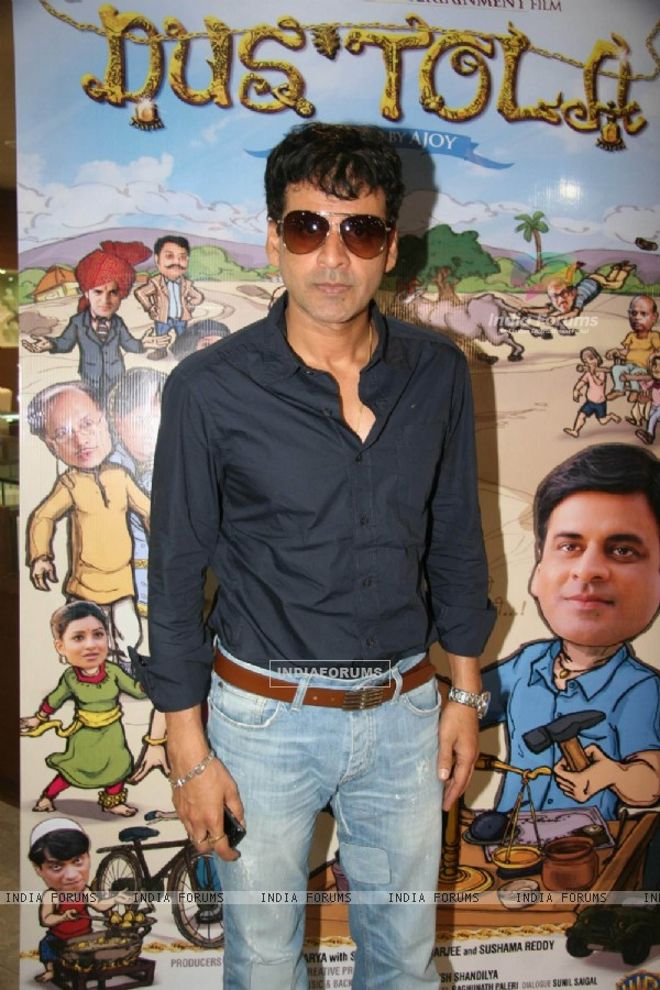 Manoj Bajpai promote 'Dus Tola' film at Gitanjali store at Atria Mall (99095)