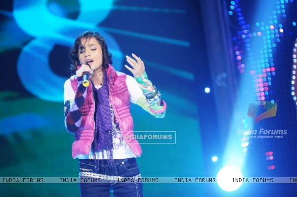 Akansha performing on Chotte Ustaad