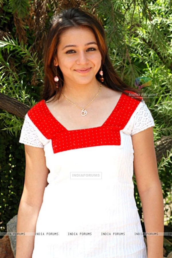 Priyal Gor as Mona