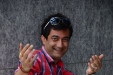Abbas Khan aka Biji Pandey plays love guru on SAB TV's Lapataganj!