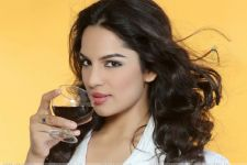 """Shooting with male co-actors is difficult."" - Shikha Singh"