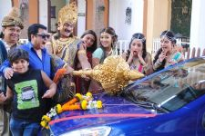 A new twist with Brand new car on Yam Hain Hum!