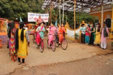 Mayuri takes part in cycle race in Chidiya Ghar!