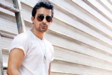 Rannvijay lets his shirts do the talking in a new campaign!