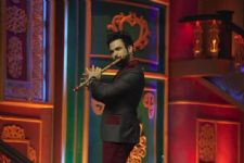 Host Rithvik Dhanjani's Flute surprise for Sonali Bendre on India's Best Dramebaaz!