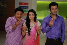 Nathu and Ranbeer on a Ladoo binge for Dr Diya in Woh Teri Bhabhi Hai Pagle