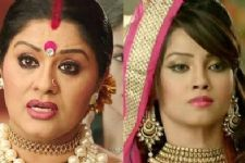 Yamini kills her husband Ankush; teams up with Shesha on Naagin!