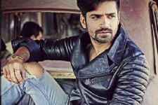 Vishal Singh to make his 70-mm debut!!