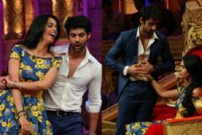 Mallika is impressed with Karan Wahi's hot body