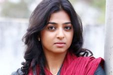 Bollywood actress Radhika Apte turns Host for a TV show!