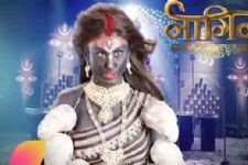 Promo Review: TV's most awaited moment - The Season Finale Of Naagin!