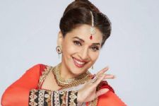 Madhuri gives garba twist to 'Didi tera'