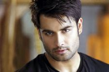 How did Vivian Dsena injure himself?