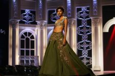 Manish Malhotra offers Indias Next Top Model contestant to walk for his show!