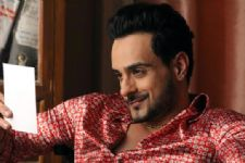 Angad Hasija in a 'cheap' avatar on a TV show!