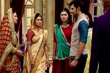 Adarsh throws the Maheshwari family out of the house in Swaragini!