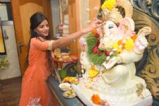 Look how this actress is promoting Eco -Friendly Ganesha!