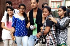When Ravi Dubey couldn't give his fans ENOUGH time!