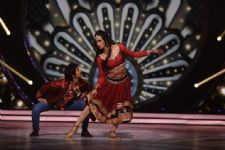 Shantanu Maheshwari's SENSUOUS act as Munni on Jhalak Dikhlaa Jaa!