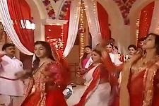 Helly Shah and Tejasswi Prakash Wayangankar perform 'SINDOOR KHELA' for the first time!