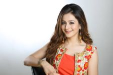 Priyal Gor continues shooting despite eye problems!