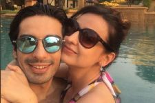 #CheckItOut: Mohit-Sanaya's Vacation Diaries on their very own Titanic!