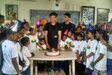 Chef Vikas Khanna celebrates his Birthday with underpriviliged children!