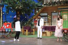 Shahrukh Khan turns salesman on The Kapil Sharma Show!!