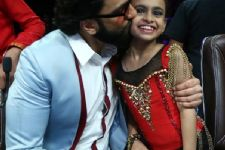 Ranveer Singh goes on a kissing spree in Super Dancer!!