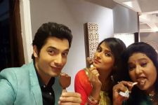 This is how Kratika and Ssharad chill on the sets of Kasam Tere Pyaar Ki!!