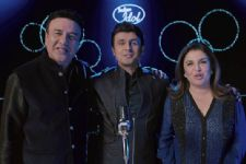 Anu Malik and Farah Khan walk out of the sets of Indian Idol Season 7!