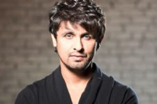"""People tend to glorify the past and criticise the present."" - Sonu Nigam"