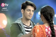 Dhairya and Santoshi get 'DIVORCED' in Santoshi Maa!