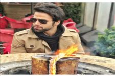 #Stylebuzz:Check out Rithvik Dhanjani's Blazing HOT winter style!!