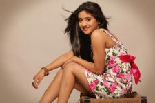 Fans gift Shivangi Joshi a bridal make-up kit!!