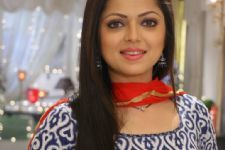 Drashti Dhami paints to relive her childhood days!!