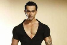 Not Karan Singh Grover but this actor will 'HOST' Nach Baliye 8!