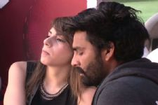 OMG! Manveer Gurjar and Nitibha Kaul were seen LOCKING LIPS at a party?