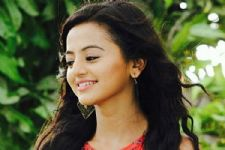 Yay! Helly Shah has now 'Officially' become a STAR
