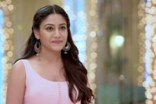 Surbhi Chandna's 'KHIDKI TOD' post will make you sentimental!