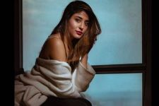 WOAH! Kritika Kamra makes her B-TOWN Debut with...