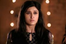 Pooja to be held at gunpoint in Piya Albela, who will save her?