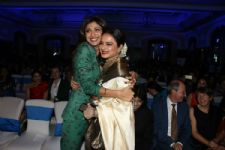 Shilpa Shetty meets her idol on the sets of Super Dancer 2