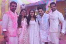 #CheckItOut: Pictures from 'Kumkum Bhagya' and 'Kundali Bhagya's' Holi Celebration