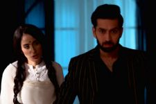 Roop plays DIRTY; asks Shivaay to MARRY Svetlana!
