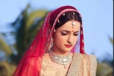 Sanaya Irani is seen STRUGGLING so much in this video; here's why