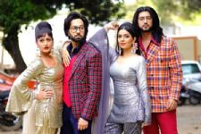 Ishqbaaaz is all set to take you in time where everything is Vintage and 90s like!